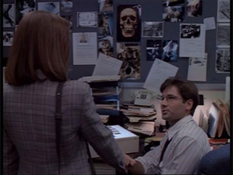 X-Files - Intégrale DVD (S01E01 : Pilot / Nous ne sommes pas seuls)